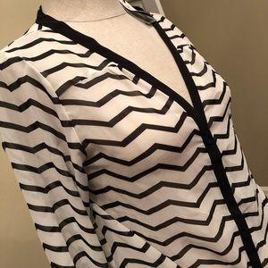 Great zig-zag shirt. Tie bottom.